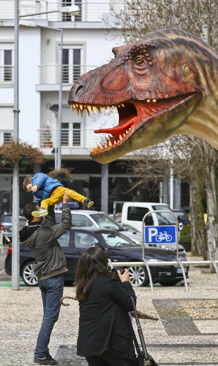 Dinossauros nas ruas da Lourinhã