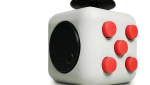 Fidget Cube: Sai da frente, Fidget Spinner!