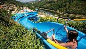 Verão / Três parques aquáticos para escorregares